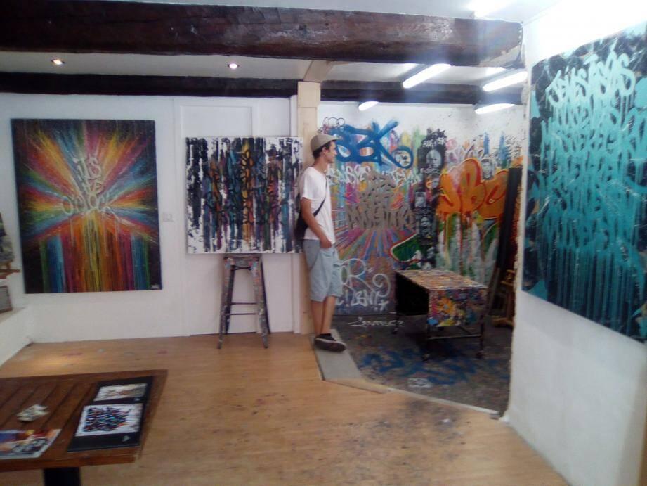 Jéremy Besset dans son atelier mouansois.
