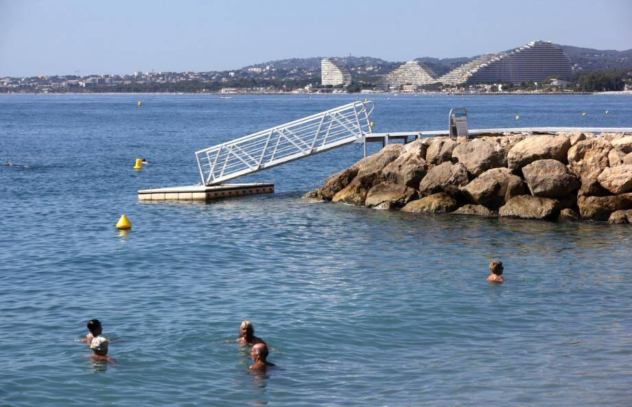 Le débarcadère de l'épi 14 a été installé en juillet pour permettre aux plaisanciers d'accéder au quartier du Cros par le ponton flottant. Mais a-t-il vraiment profité aux commerçants ?