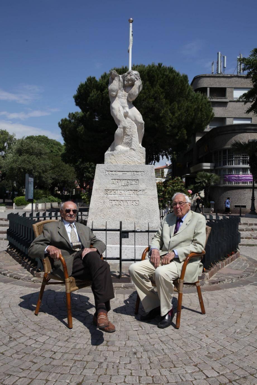 Raymond Bonnet (à gauche) et René Héren (à droite) ont raconté la guerre et la Résistance dans les établissements scolaires.