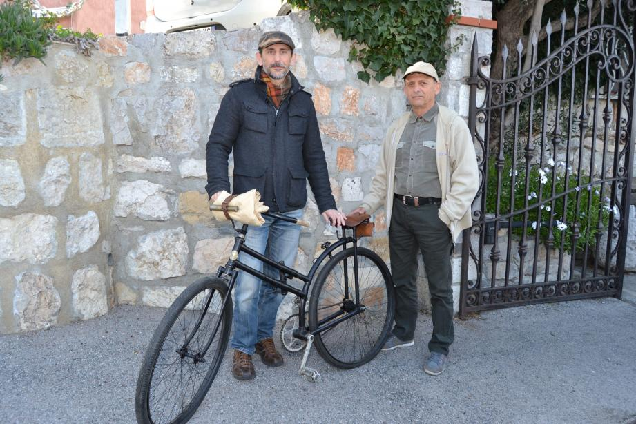 Christophe et Alain Fine, de l'association AHVAE, ont pour but la promotion de l'histoire par la reconstitution à travers diverses époques.
