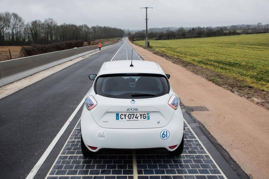 Le premier kilomètre de route photovoltaïque inauguré en Normandie.