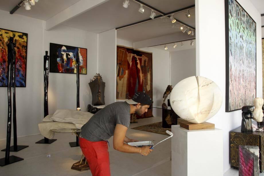 Comme l'été dernier, le salon d'été Art Fair fait l'objet d'une présentation soigné : des stands transformés en galerie d'art.