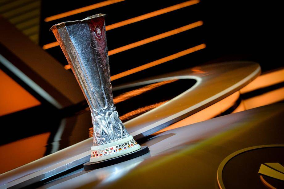 La Coupe de l'UEFA sera remise au vainqueur de l'épreuve à l'issue de la finale qui se jouera le 16 mai 2018 à Lyon. Manchester United est le tenant.