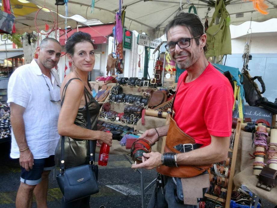 Stéphane Camaret aime parler de son métier d'artisan avec les clients.