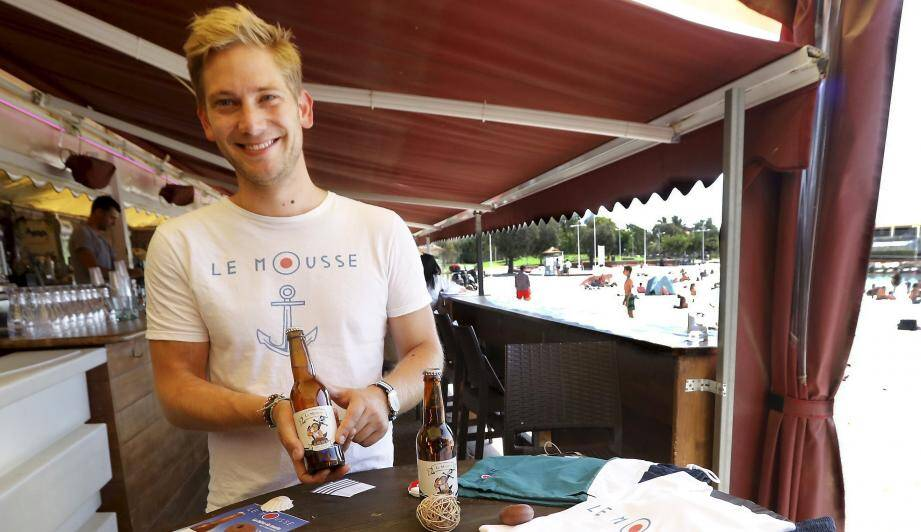 Le jeune marin toulonnais Quentin Busch a présenté Le Mousse, sa bière artisanale, au Lido plage, à Toulon.
