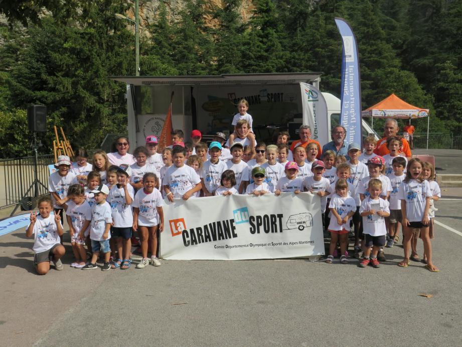 Les enfants qui ont participé à la caravane des sports.