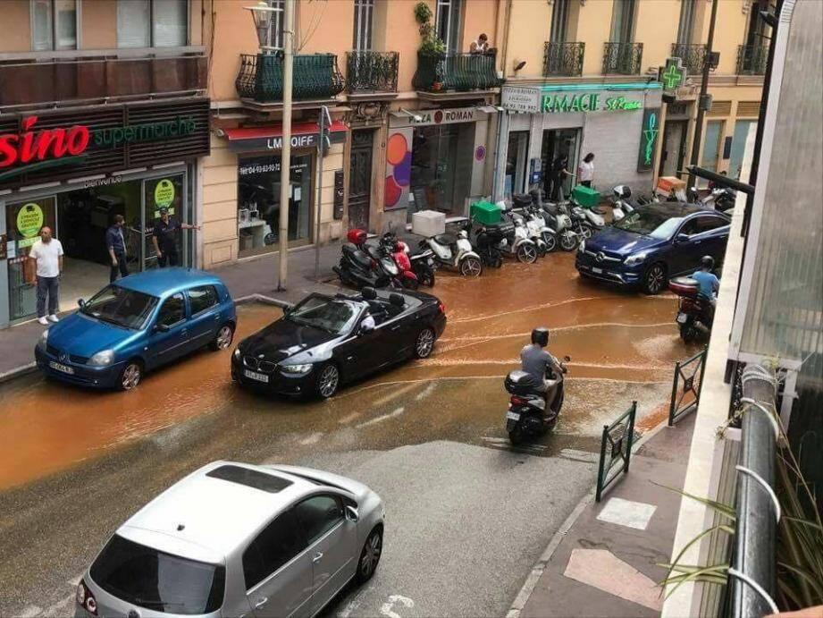 La rupture de canalisation a touché l'avenue de France et le chemin de la Vigie.