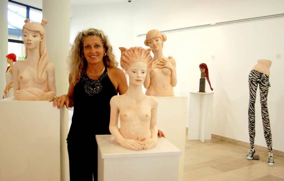 Nathalie Bicais expose ses terres cuites et bronzes  dédiées aux femmes dans toutes leurs subtilités paradoxales.