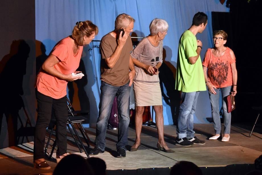 Le « Théâtre de l'Aparté » a joué des sketchs sur le... théâtre.