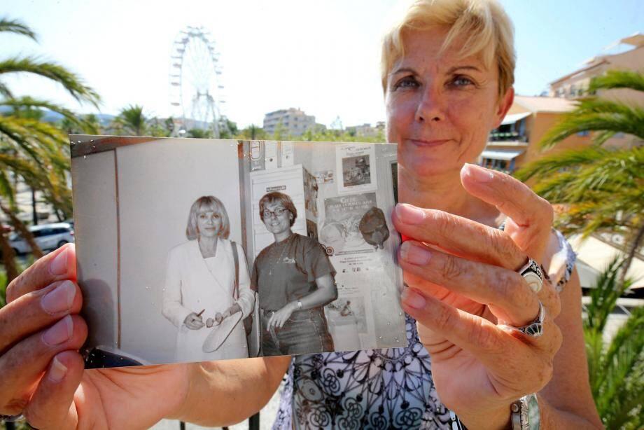 Il y a 25 ans, Françoise Popiolek, responsable du service animation de la commune du Lavandou, aux côtés de l'actrice Mireille Darc.
