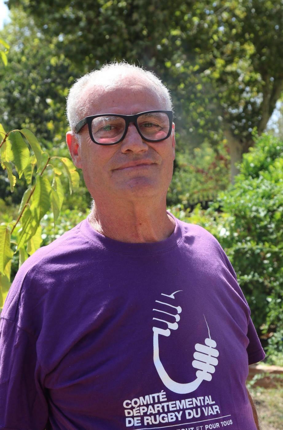 Alain Crespo, retraité revestois, a pu éviter de « faire plusieurs voyages à la déchetterie intercommunale de La Valette avec [son] véhicule. C'est pratique depuis qu'il est interdit de brûler ses déchets du jardin. »