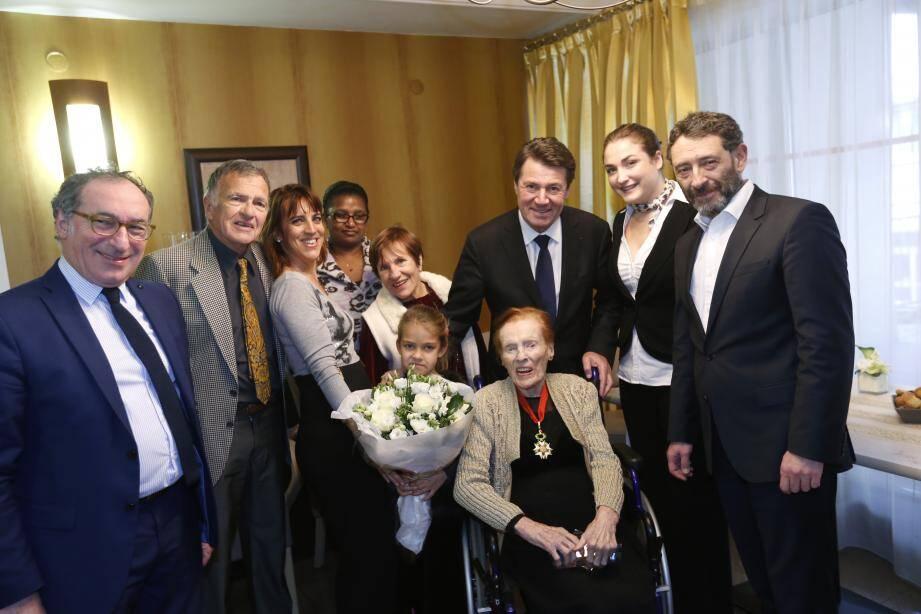 En décembre dernier, à l'occasion de ses 110 ans, Fernande Bataille trinquait au champagne avec le maire de Nice Christian Estrosi.