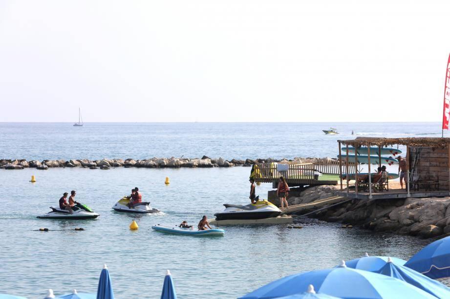 C'est à partir de cette base nautique, installée sur une jetée située en face de la promenade des Flots-Bleus à Saint-Laurent-du-Var, que le père et son enfant sont partis en mer.