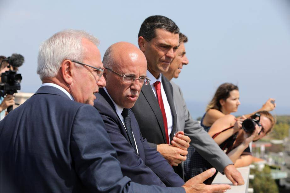 Depuis la terrasse d'Anthéa, Jean Leonetti et Eric Ciotti affichent une vision commune sur les futurs aménagements.