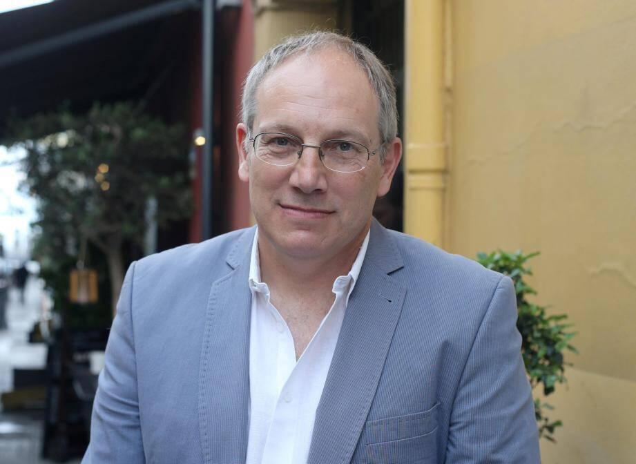 Au nom du PCF, Robert Injey part en campagne contre la Macron-économie.