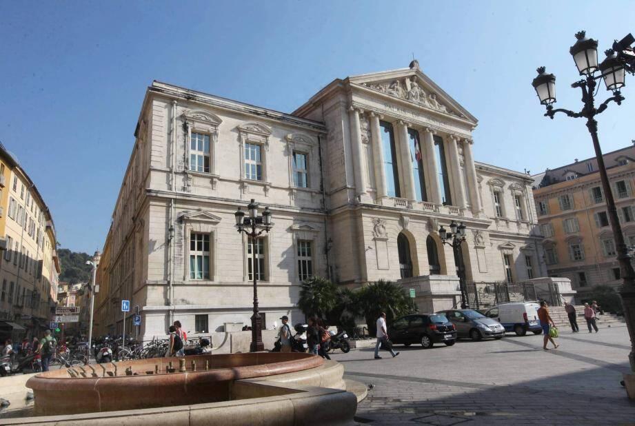 La place du Palais de Justice à Nice.