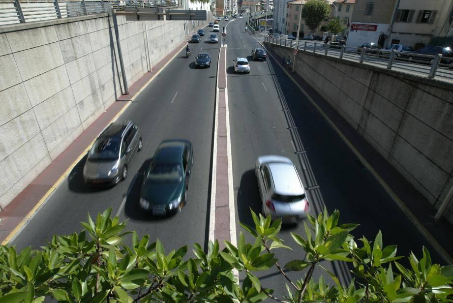 Image d'illustration de la voie rapide à Cannes.