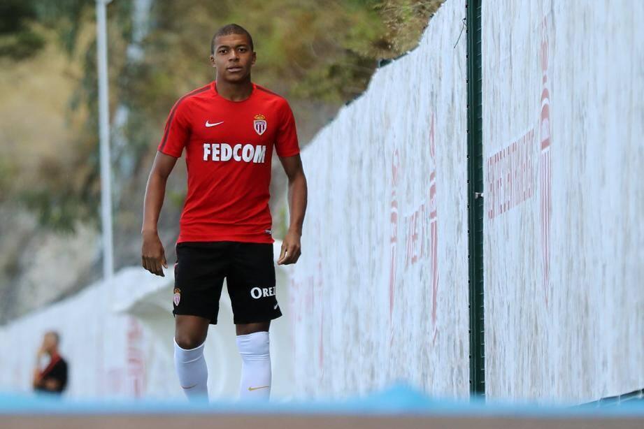 Kylian Mbappé souhaitait rejoindre le PSG, mais aucune offre n'a été reçue du côté de Monaco.