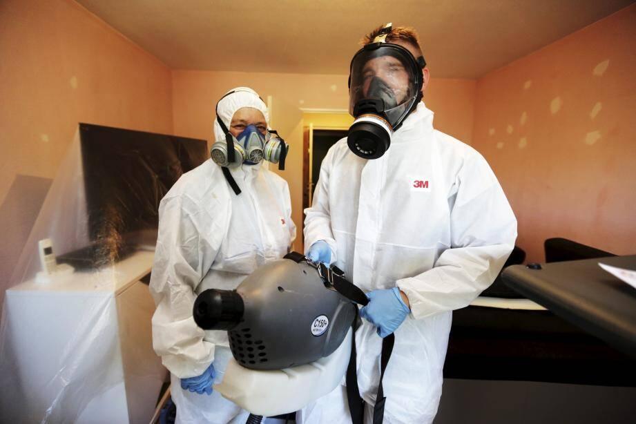 Techniciens spécialisés dans la lutte contre les punaises de lit, Nathalie et Maurin voient le nombre d'infestations se multiplier en Dracénie.