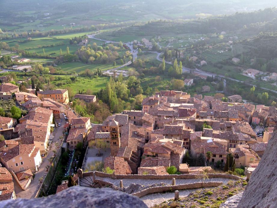 Le village de Moustiers-Sainte-Marie.