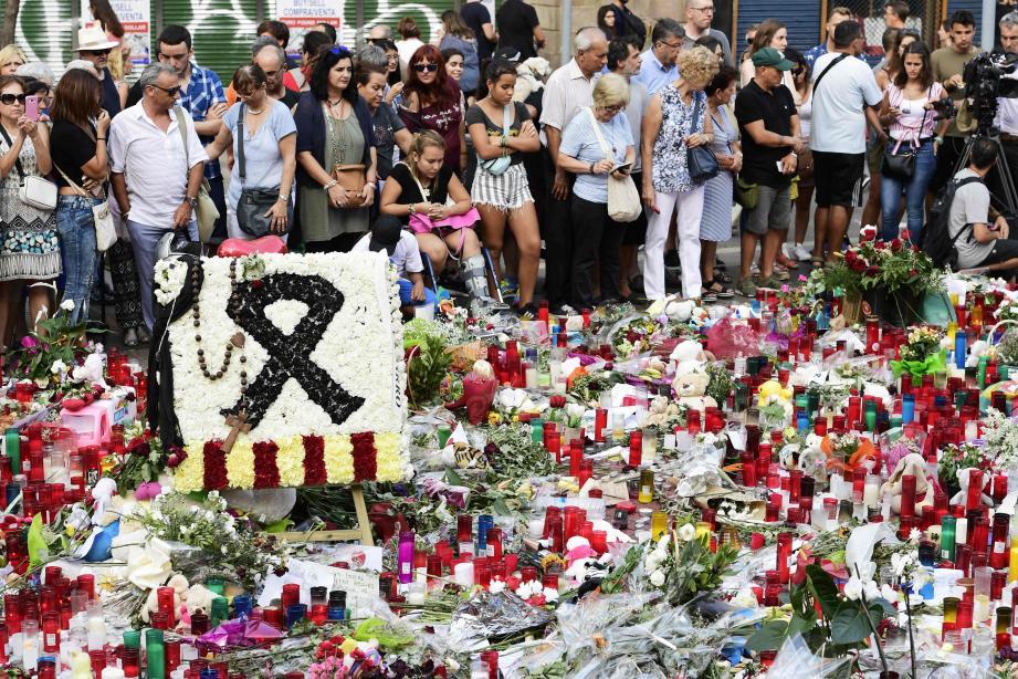 Des hommages aux victimes des attentats de Barcelone et de Cambrils.