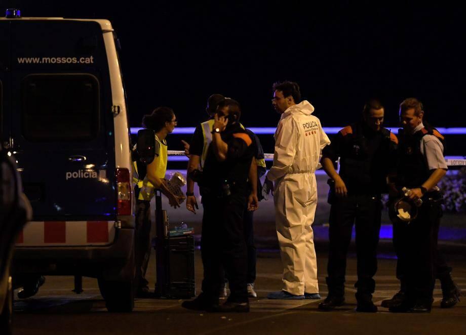 Des policiers à Cambrils, en Catalogne.