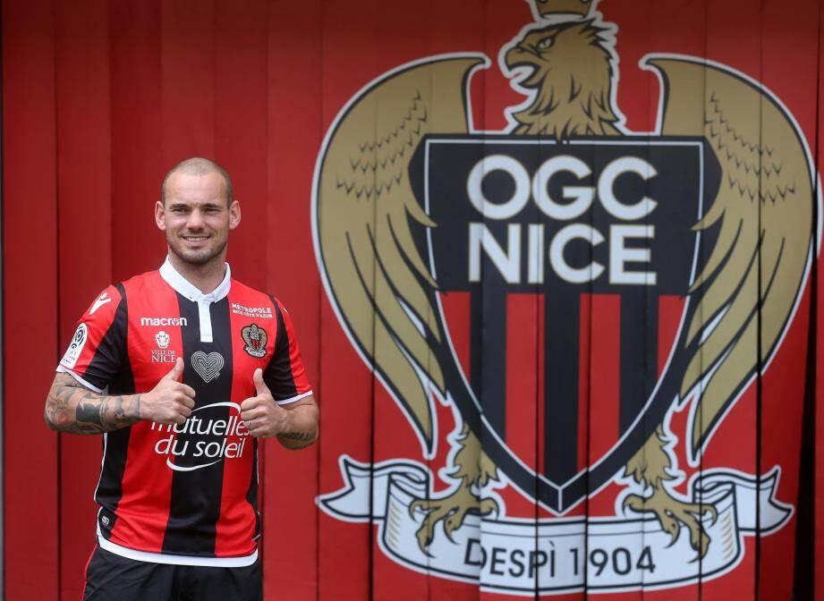 Présentation officielle de la dernière recrue de l'OGC Nice, le Néerlandais Wesley Sneijder.