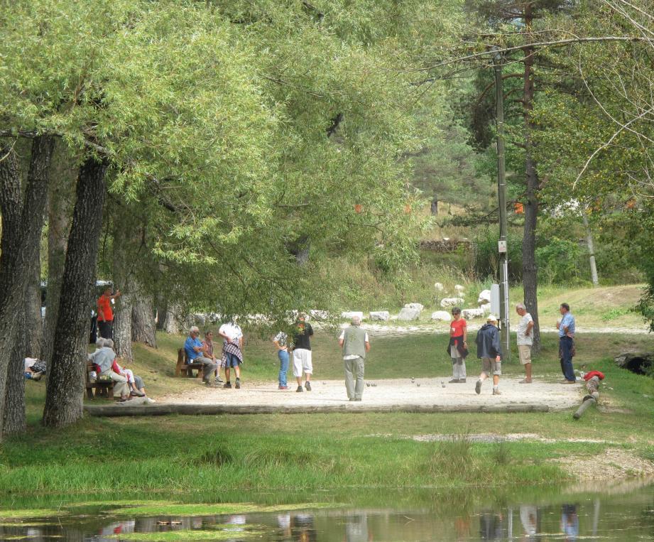 La journée de festivités se partagera entre pique-nique, balades et concours de boules à l'ombre des arbres. (DR)