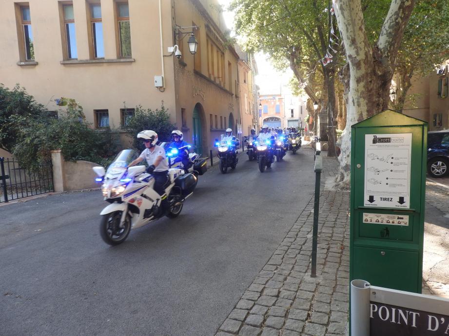 Les motards en uniforme ont défilé dans les rues du Val.