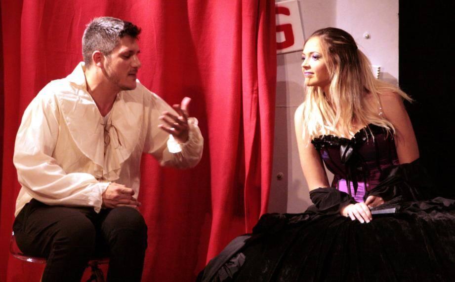 La nouvelle saison de spectacles a débuté à la salle des fêtes avec une représentation de la pièce Un homme trop facile .