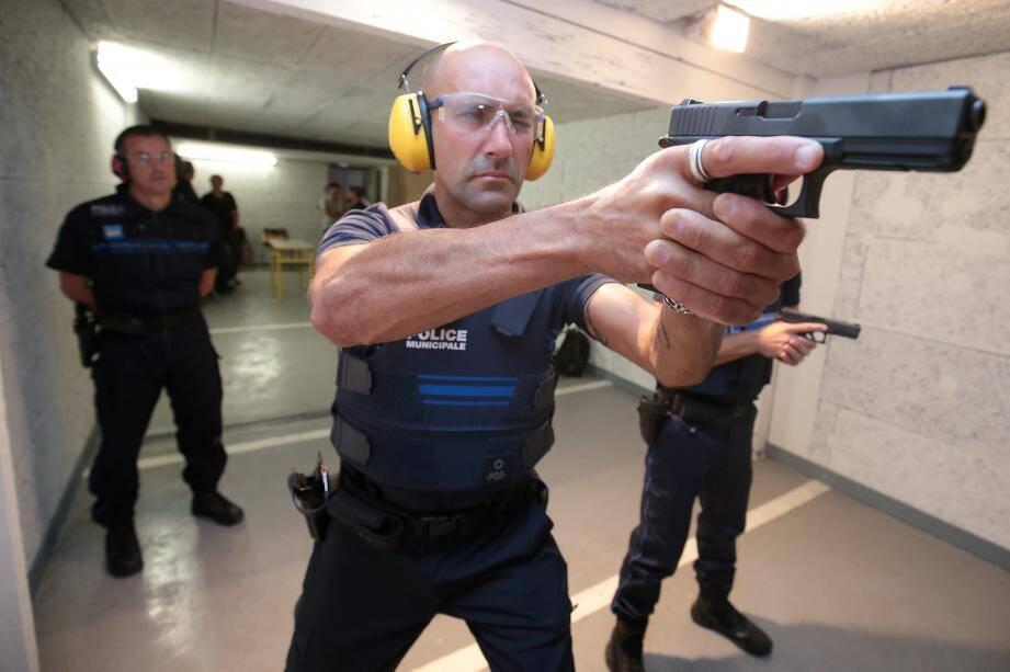 Les policiers municipaux suivront une formation obligatoire avant de percevoir leur nouvelle arme de poing.
