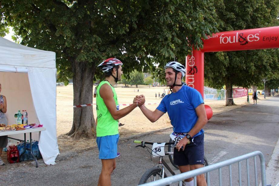 L'un pédale quand l'autre court… C'est le principe de la première Run bike qui s'est déroulée samedi.