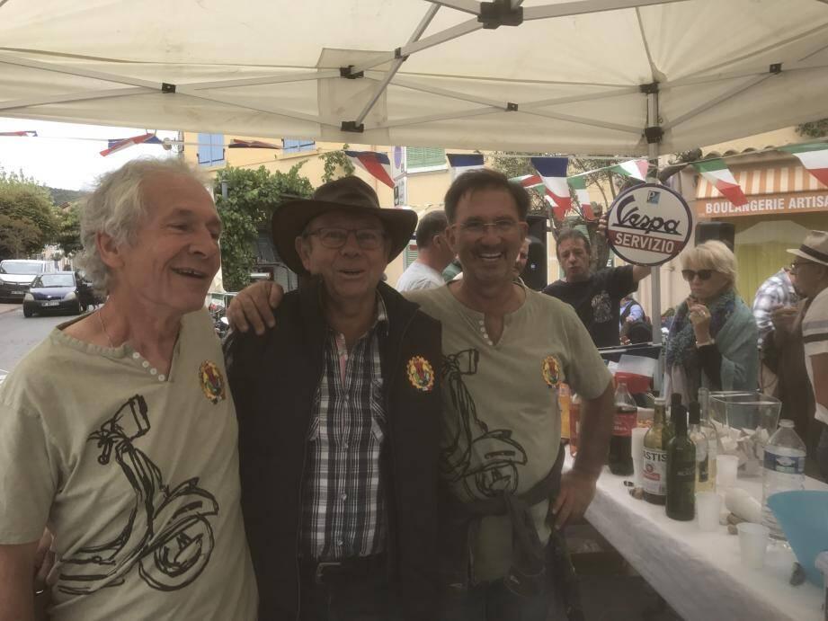 La joyeuse équipe des organisateurs n'a pas ménagé ses efforts pour réussir la belle fête des «guêpes» motorisées.