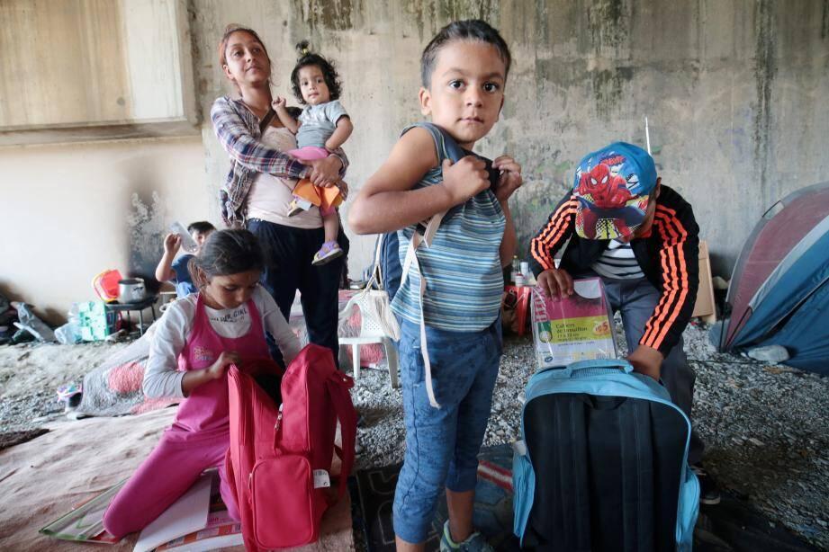 Viorel Costache, président antibois de l'association Prales, qui défend la cause des Roms, s'occupe de la scolarisation des enfants. La semaine dernière, huit d'entre eux ont fait leur rentrée à l'école et au collège.