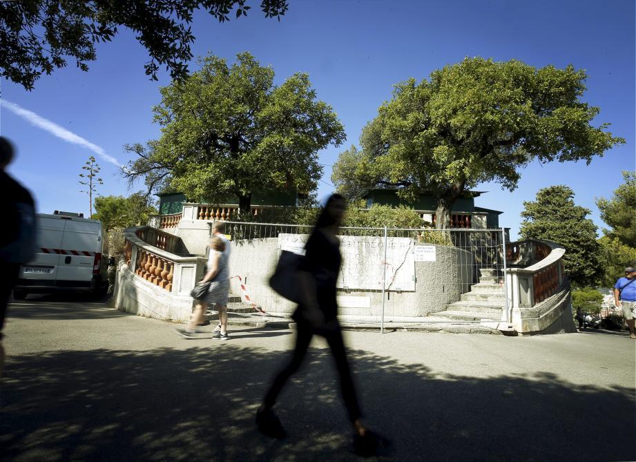 La terrasse Nietzsche va être entièrement démontée puis rénovée et reconstituée à l'identique.