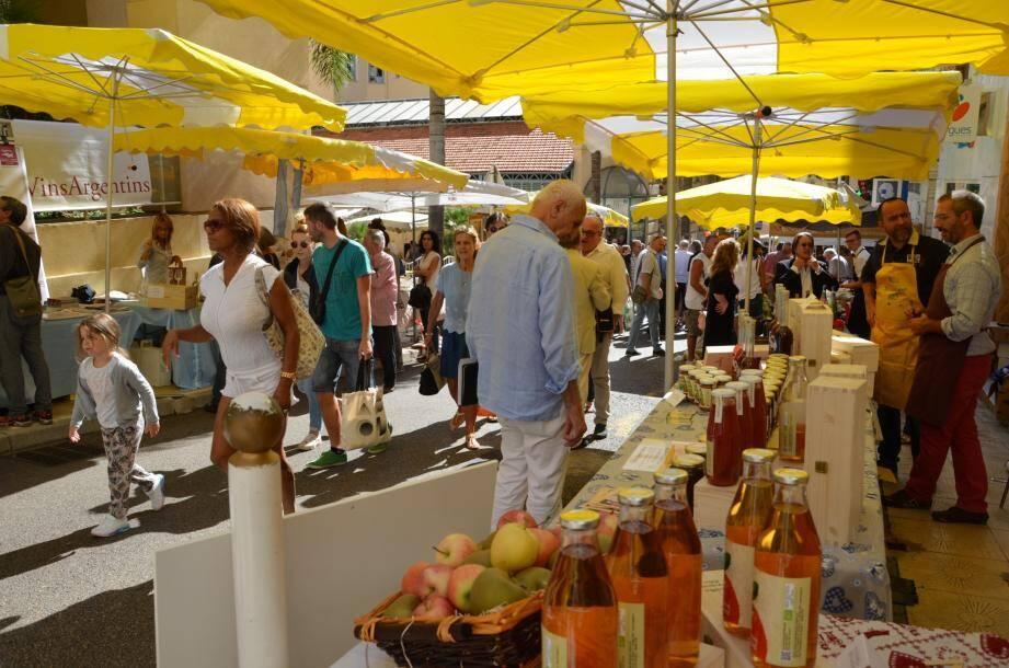 Des produits du terroir piémontais, ainsi que la fameuse truffe blanche d'Alba, seront présentés par des producteurs.