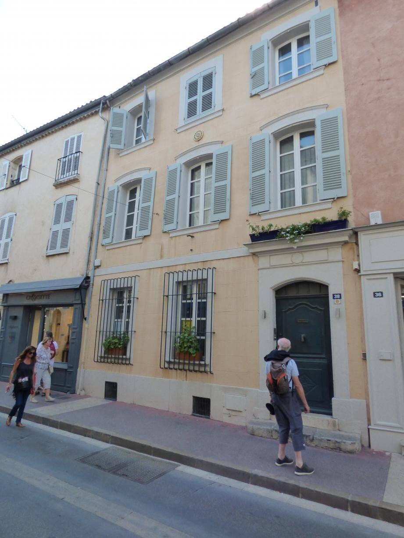 L'immeuble sis au 38 de la rue Gambetta est une belle opération financière pour l'évêché de Toulon qui s'enrichit d'environ 8 millions d'euros.
