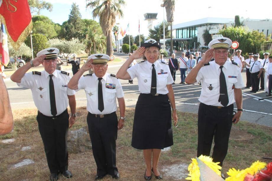 Daniel Maguin (président ANSORAA), Christian Gravière (président UMCA), lieutenant-colonel Fix (DMD),  colonel Albert Ordan (président ANORAA) après le dépôt de gerbe.