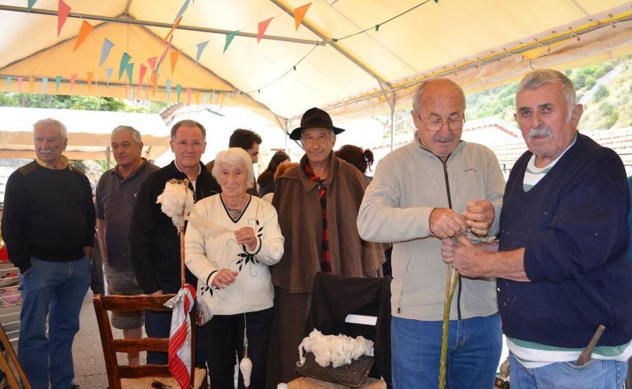 La doyenne, Eugénie Toche, avec le maire, Gilbert Martinelli, et les animateurs du jour.