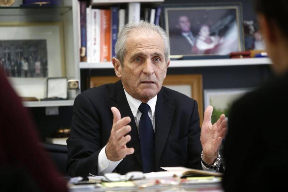 Pour être en conformité avec la loi sur le non cumul des mandats, Hubert Falco a donné sa démission au président du Sénat, Gérard Larcher. Elle sera effective le 22 septembre.