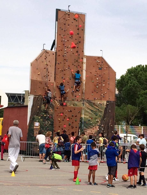 Rigueur, discipline, maîtrise de soi, le karaté, comme tous les sports de combat, est une belle école de vie. En haut, l'année dernière le mur d'escalade avait rencontré un vif succès.