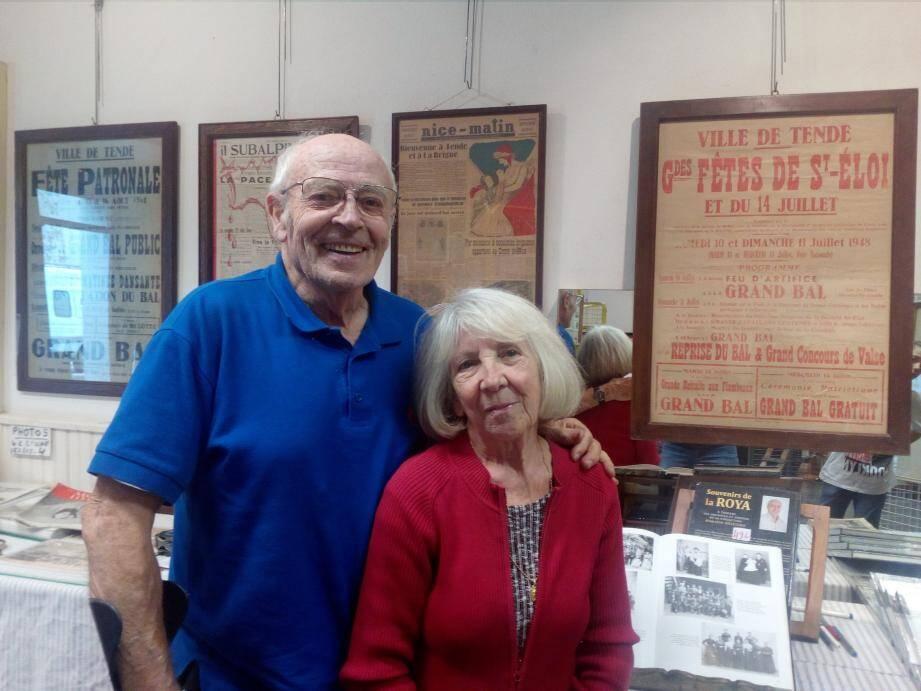 Armand Oliviero et Corinne Sassi se trouvent devant les  affiches originales de la première fête patronale et la première Saint-Eloi qui eurent lieu après le rattachement des villages à la France. Au total, le collectionneur a rassemblé plus de 500 documents originaux.