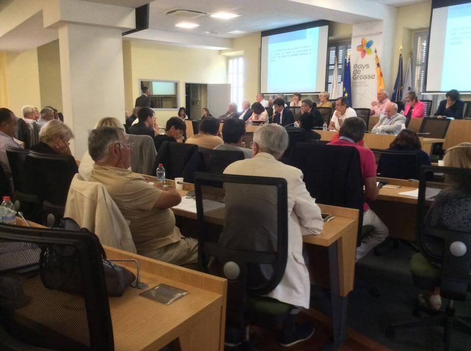 Après deux mois d'interruption des séances, les conseillers ont retrouvé hier les bancs de la salle du conseil communautaire.