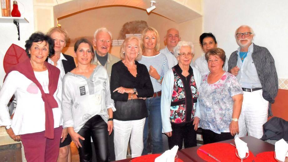 Toute l'équipe d'Emporium a fêté au restaurant la présidence de Florence Fabre-Dureau, (tee-shirt rayé).