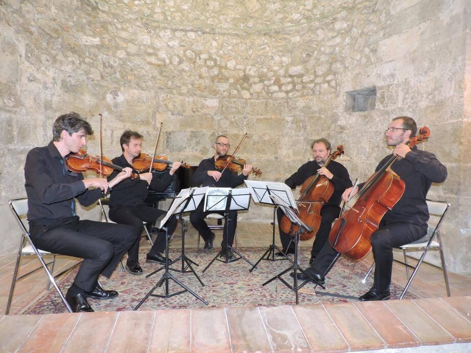 Frédéric Audibert (2e à gauche) en compagnie du Quatuor Bélà.