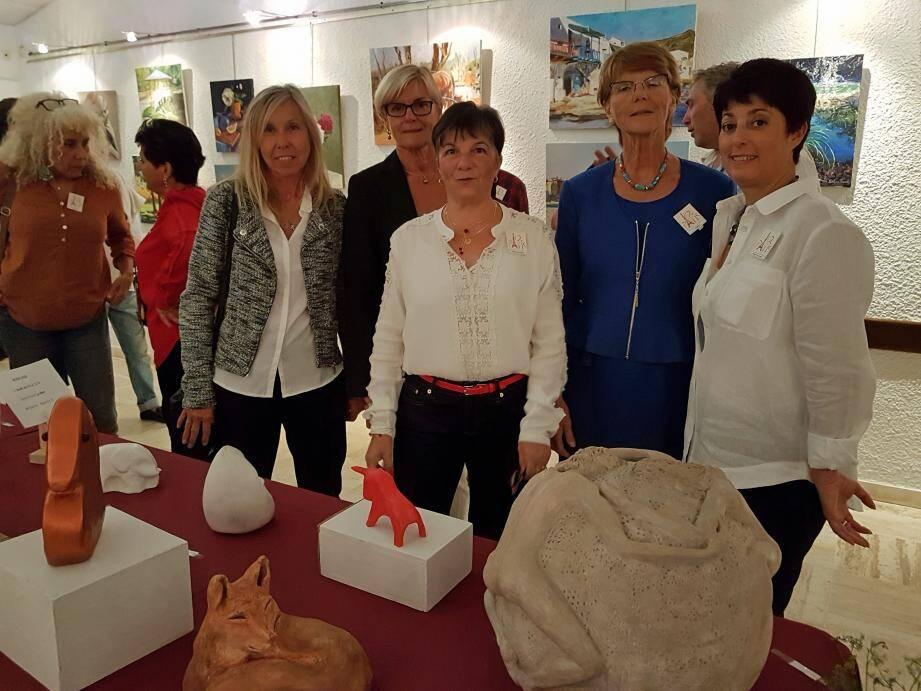 Heidi Chandermann, Brigitte Boyenval, Colette Martin, Joëlle Bianchi, autour de Monique Ravel, présidente de l'association.