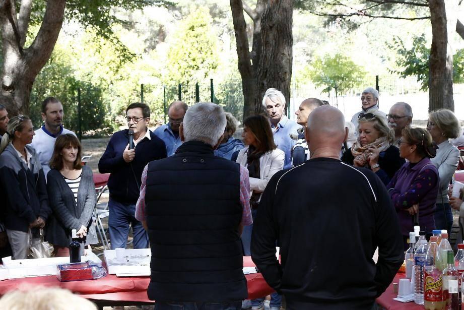 Jean-Sébastien Vialatte, maire de Six-Fours, a reçu quelque 250 personnes hier midi.