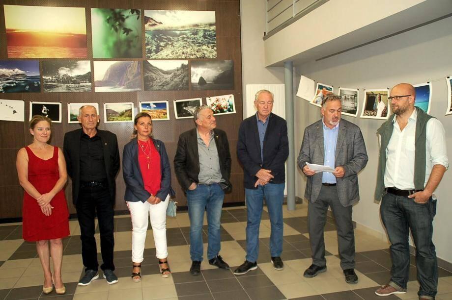 En présence du maire et de plusieurs élus, l'adjoint à la culture Philippe Marco présente le chercheur Eric Rottinger (à sa gauche) initiateur de l'exposition.