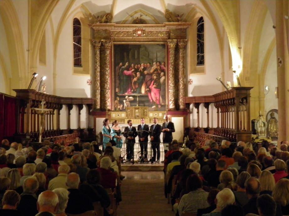 Les Voix animées, chœur sous la direction musicale de Luc Coadou.