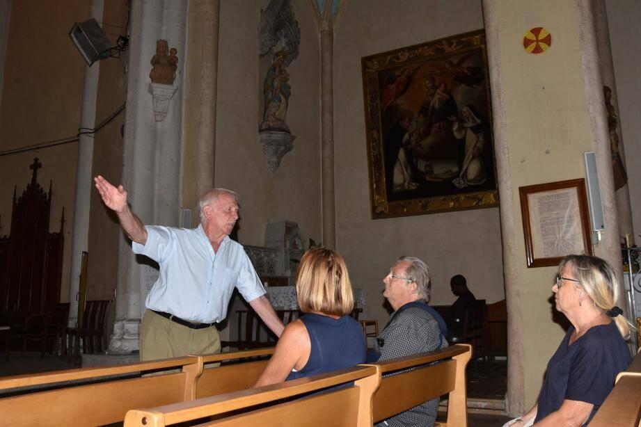 Richard Vasseur a commenté avec passion les statues, tableaux et encadrements classés de la paroisse St Joseph
